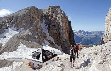 Trekking in the high peaks of the Dolomites