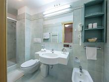 APP 2 BATHROOM 2