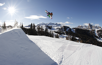 Snowboarder at the Snowpark in Alta Badia