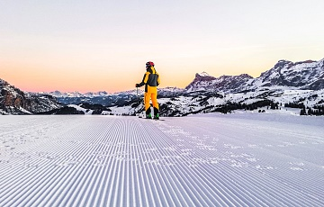 SunRisa: skiing at sunrise